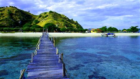 Pulau Komodo April thumbnail